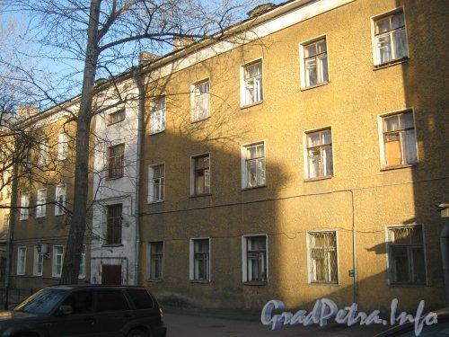 11-я линия В.О., дом 24, литера Б. Общий вид со стороны двора. Фото 2 мая 2012 г.
