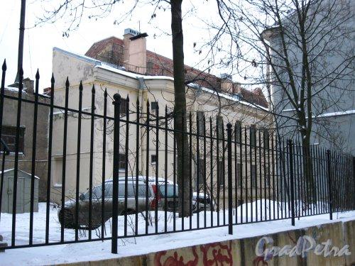 Двор между домами 1 и 1А по 14-й линии В.О. Фото январь 2013 г.