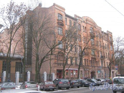 6-я линия В.О., дом 37. Общий вид с 7-й линии В.О. на фрагмент фасада дома. Фото 12 февраля 2013 г.