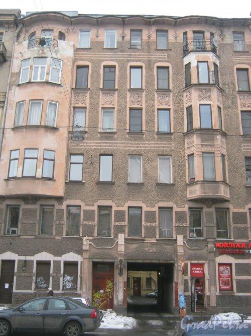 6-я линия В.О., дом 41. Общий вид с 7-й линии В.О. на фрагмент фасада дома. Фото 12 февраля 2013 г.