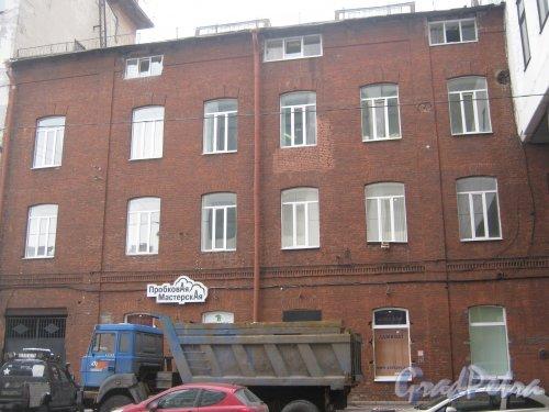 6-я линия В.О., дом 61. Фрагмент фасада здания. Фото 12 февраля 2013 г.