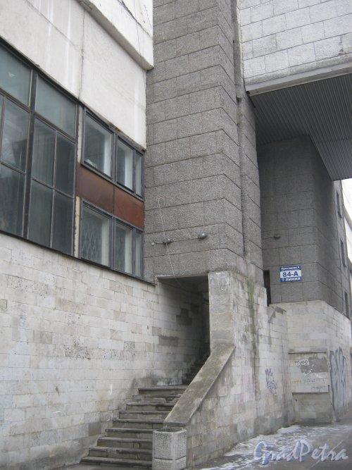 7-я линия В.О., дом 84а. Фрагмент фасада дома. Фото 12 февраля 2013 г.