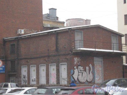 6-я линия В.О., дом 59, корпус 2, литера В. Общий вид с 7-й линии В.О. Фото 12 февраля 2013 г.