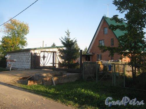 Лен. обл., Гатчинский р-н, пос. Сусанино, 5-я линия (Вокзальная сторона), дом 130а. Общий вид. Фото 7 сентября 2013 г.