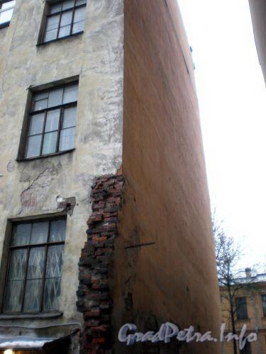 14-я линия В.О., д. 5. Бывший доходный дом. Вид на здание со двора. Март 2009 г.