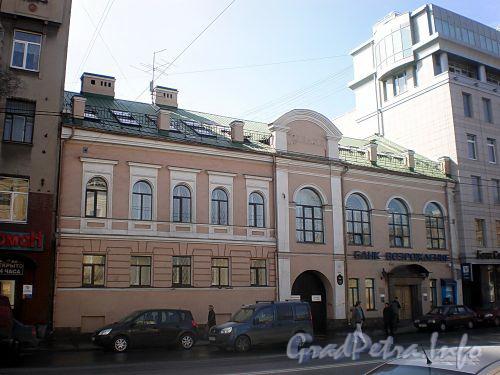 9-я линия В.О., д. 60. Бывшее здание детского римско-каталического приюта им.Фихтнера (правая часть) и особняк С.Сысоева (левая часть). Фасад здания. Фото апрель 2009 г.