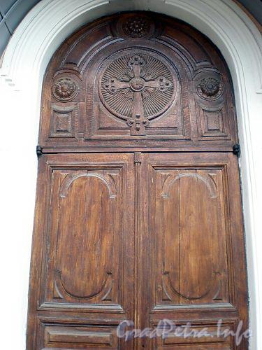 6-я линия В.О., д. 11. Собор святого апостола Андрея Первозванного. Дверь южного придела собора. Фото август 2009 г.
