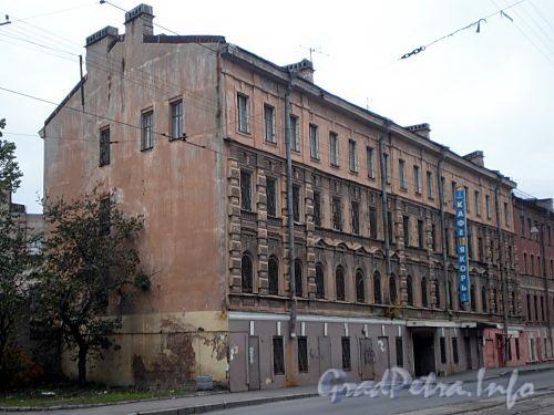 Косая линия, д. 13. Бывший доходный дом. Службы Балтийского завода. Общий вид здания. Фото октябрь 2009 г.