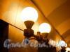 Станция метро «Проспект Просвещения». Подземный вестибюль. Шарообразные светильники со стороны боковых залов. Фото декабрь 2009 г.