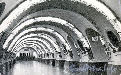 Станция метро «Площадь Восстания». Перронный зал. 1965 г. (набор открыток)