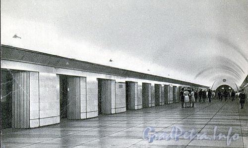 Станция метро «Парк Победы». Перронный зал. 1965 г. (набор открыток)