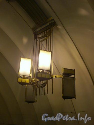 Станция метро «Лиговский проспект», плафоны освещения. Фото 2004 г.