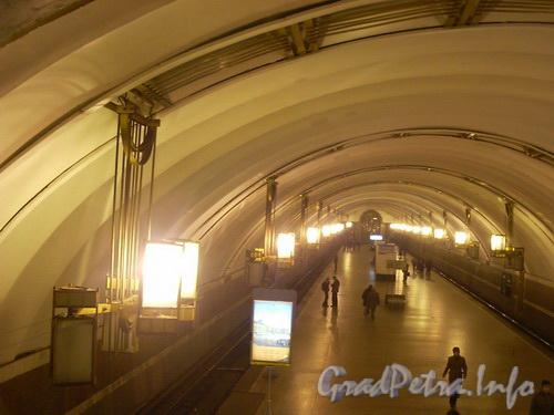 Станция метро «Лиговский проспект», внутренний зал. Фото 2004 г.