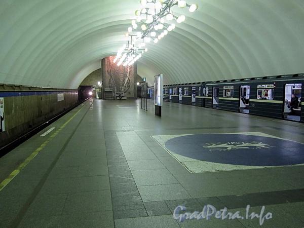 Станция метро «Озерки». Подземный зал. Фото декабрь 2011 г.