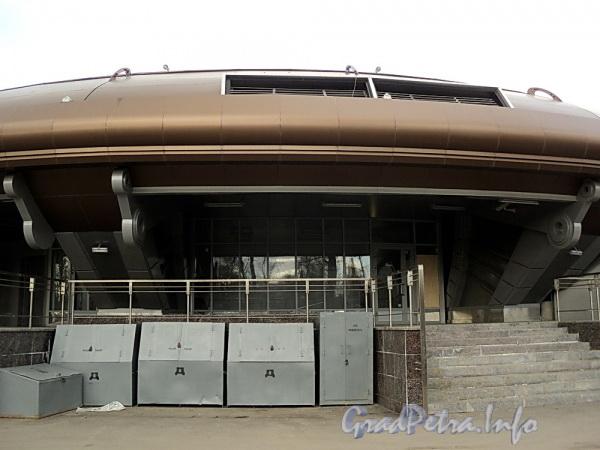 Новый наземный павильон станции метро «Горьковская». Фото апрель 2011 г.