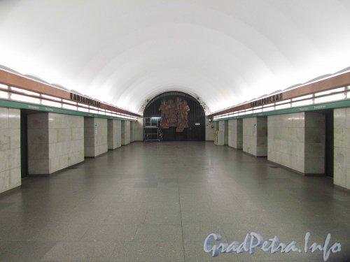 Станция метро «Елизаровская». Общий вид подземного зала. Фото октябрь 2012 г.