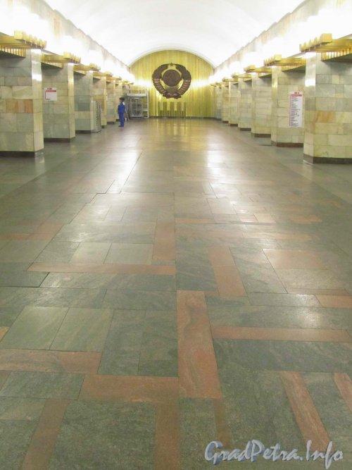 Станция метро «Гражданский проспект». Подземный зал. Фото октябрь 2012 г.