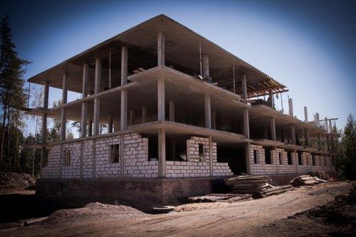 Поселок Юкки, Тенистая улица, участок 2. Строительство малоэтажного жилого комплекса «Черничная поляна». Фото июль 2012 года.
