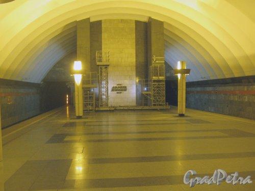 Станция метро «Ладожская». Оформление подземного вестибюля. Фото 22 января 2013 г.