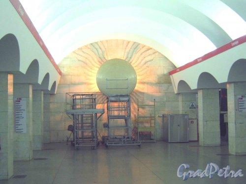 Станция метро «Лесная». Декоративное оформление подземного вестибюля (платформа). Фото 5 февраля 2013 г.
