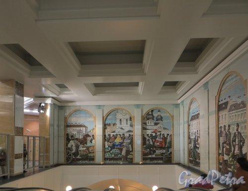 Станция метро «Спасская». Мозаичное панно в наземном павильоне над эскалаторами. Фото ноябрь 2013 года.