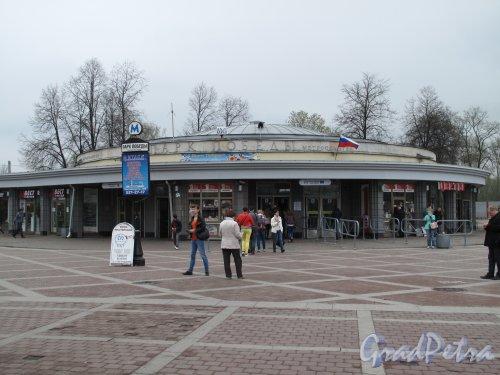 """Станция метро """"Парк Победы"""". Наземный павильон. Фото 2013 г."""