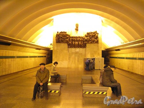 Станция метро «Обухово». Подземный вестибюль. Общий вид. Фото 10.01.2014 г.