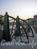 Веерообразные сектора пилонов Почтамтского моста. Фото апрель 2005 г.