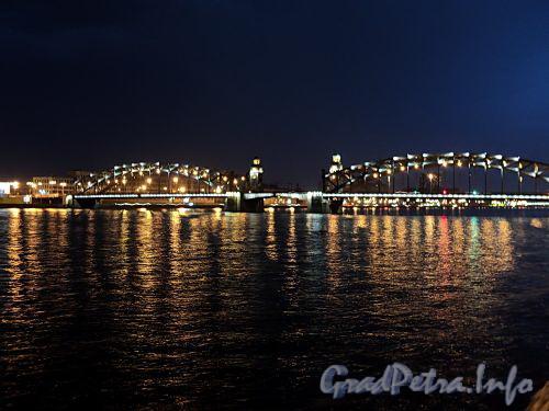 Ночная подсветка Большеохтинского моста («Петра Великого»). Фото май 2010 г.