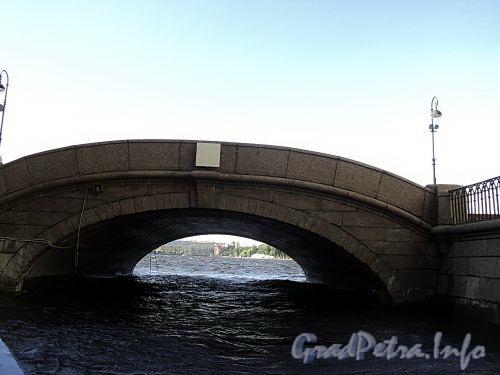 Эрмитажный мост по Дворцовой набережной через Зимнюю канавку. Фото июнь 2010 г.