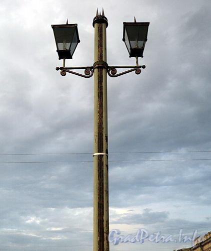 Фонарь Лештукова моста. Фото июль 2010 г.