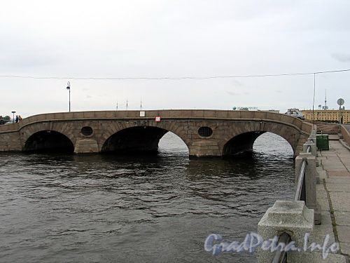 Прачечный мост через Фонтанку. Вид со стороны Фонтанки. Фото сентябрь 2010 г.