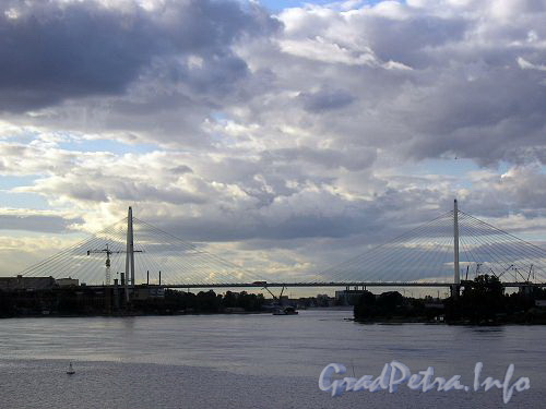 Большой Обуховский вантовый мост через Неву. Фото 2006 года