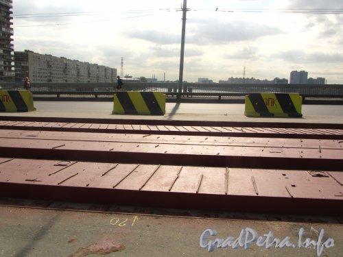 Володарский мост. Укладка нового трамвайного полотна на мосту. Фото 21 апреля 2012 года.