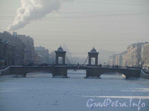 Вид на мост Ломоносова морозным зимним днём. Фото февраль 2012 года.