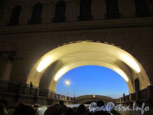 Эрмитажный мост в «Белую ночь». Фото июль 2012 года.