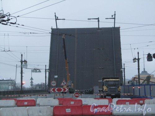 Ремонт Дворцового моста. Вид с Васильевского острова. Фото 25 ноября 2012 г.