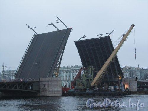 Ремонт Дворцового моста. Установка дополнительных опор моста. Фото 25 ноября 2012 г.