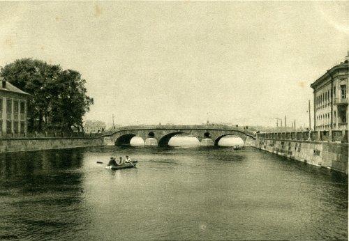 «Прачешный (Прачечный) мост у Летнего сада и Летний Дворец Петра I». Открытка 1929 года.