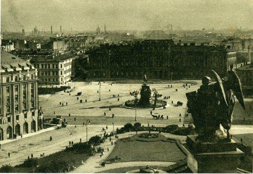 Вид на Синий мост с Исаакиевского собора.  «Площадь Воровского (Исаакиевская площадь)». Открытка 1929 года.