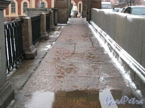 Старо-Калинкин мост. Тротуар. Фото февраль 2013 г.