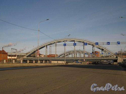 Проезжая часть Ново-Кирпичного моста через реку Волковку у Обводного канала