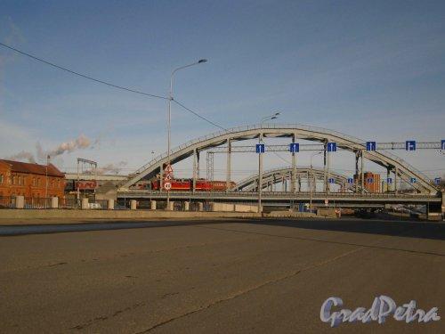 Вид на реконструированные Американские мосты от Ново-Кирпичного моста. Фото 17 марта 2013 г.