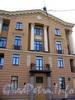Наб. канала Грибоедова, д. 57 / Гражданская ул., д. 2-4.жилой дом работников Метростроя. Фрагмент фасада со стороны Демидова моста . Фото август 2009 г.