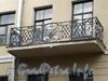 Наб. канала Грибоедова, д. 104. Доходный дом И. Вальха. Решетка балкона. Фото август 2009 г.