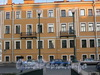 Наб. канала Грибоедова, д. 164. Бывший доходный дом. Фрагмент фасада. Вид с Коломенского моста. Фото август 2009 г.