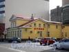 Петроградская наб., д. 24, лит. Б. Реконструированный деревянный жилой дом, ныне административное здание «Первой мебельной фабрики». Общий вид здания. Фото август 2009 г.