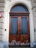 Наб. реки Мойки, д. 42. Доходный дом Башмакова. Одна из парадных дверей. Фото октябрь 2009 г.