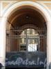 Наб. реки Фонтанки, д. 9. Бывший доходный дом. Решетка ворот. Фото август 2009 г.