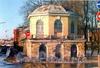 Наб. Ново-Адмиралтейского канала, д. 6 / наб. Адмиралтейского канала, д. 33. Садовый павильон дворца Бобринских. Фото 2004 г. (из книги «Старая Коломна»)